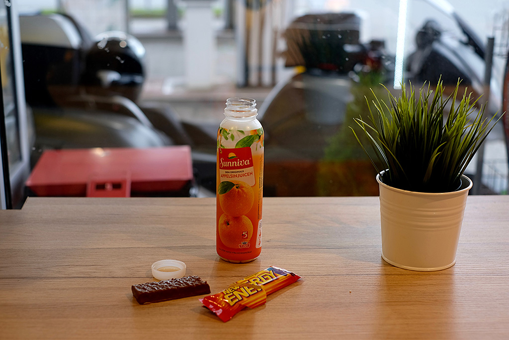 Petit déjeuner minimaliste à la station service (Il manque le café sur la photo)