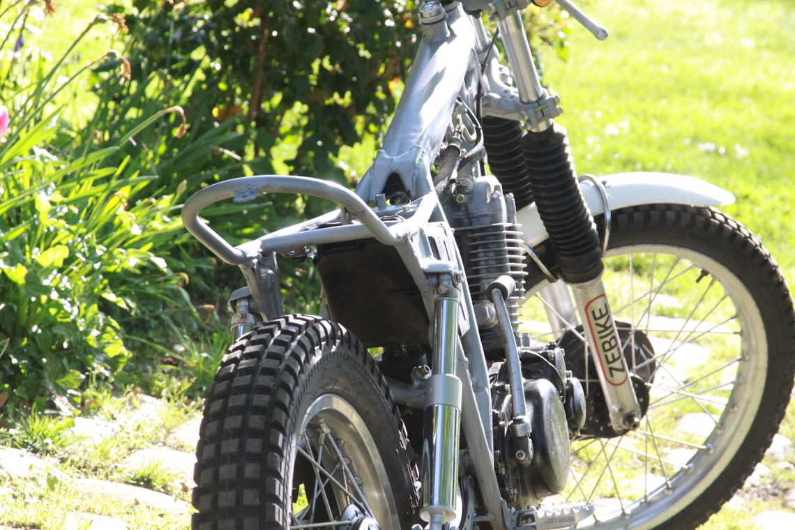 Moto sans habillage