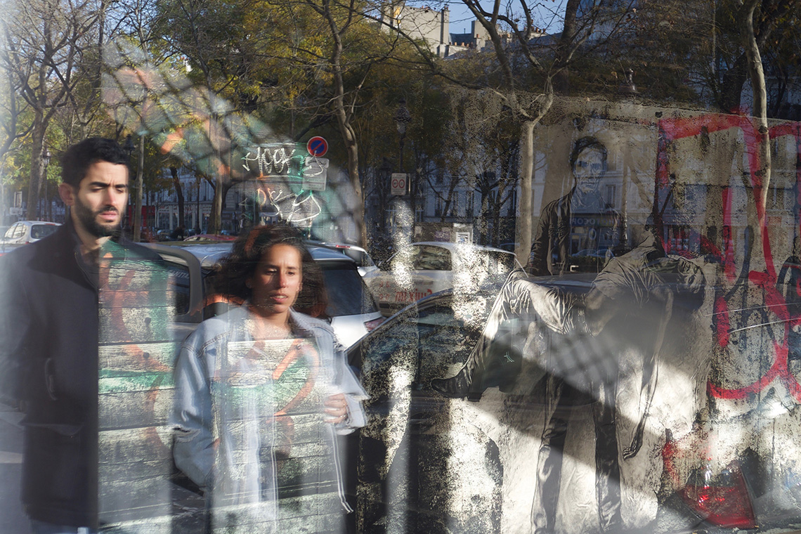 Exposition Ernest Pignon Ernest- Photo prise de l'extérieur avec reflets passants dans la vitrine :Xpro1 Avec Voigtlander 25 color Skopar F4 f8 1/150 Iso 200