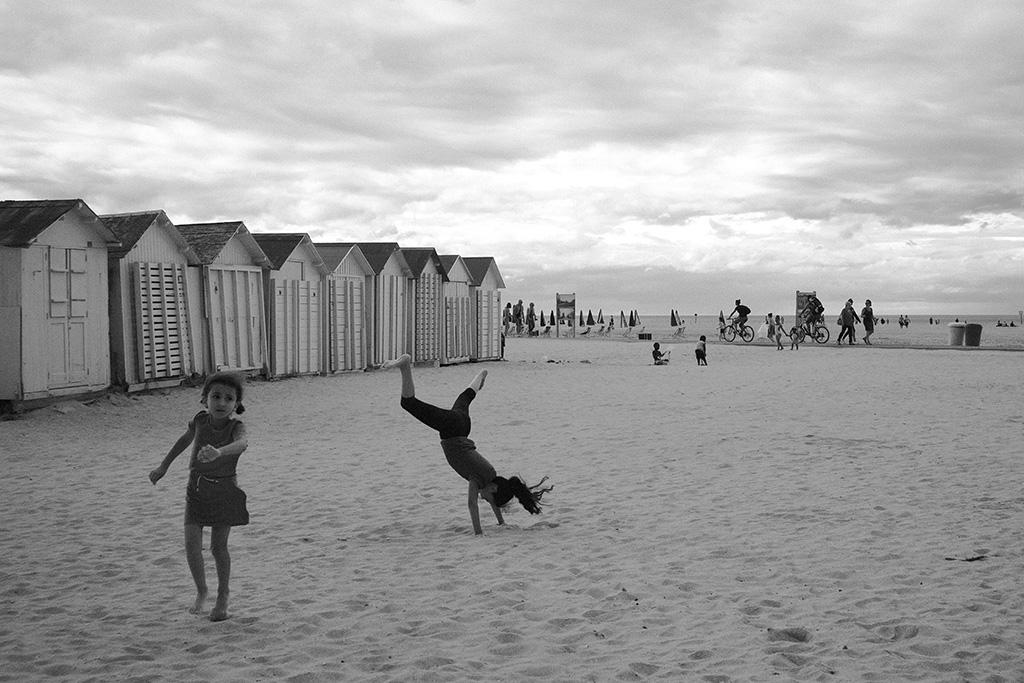 Enfants sur la plage de Ouistreham