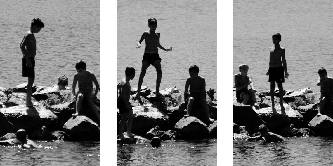 Enfants sur les rochers